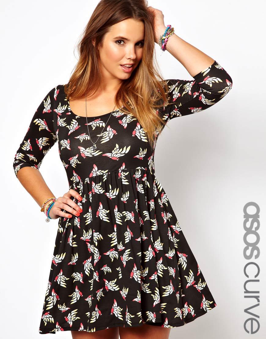 Asos Curve Model mit Kleid